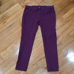 Comfy jeggings with zipper/button.